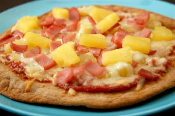 Pizza hawaienne (jambon, ananas, poivrons)
