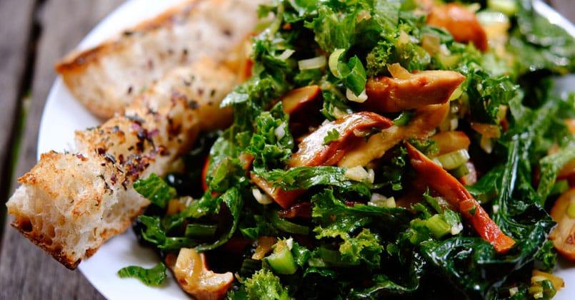 Salade aux champignons des bois et au Salers