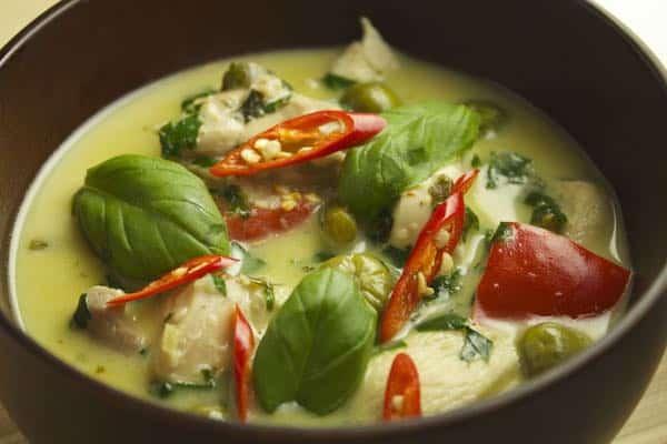 Poulet au curry vert thaï, non «européanisée»