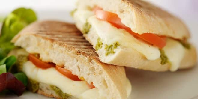 sandwich aux tomates marinées